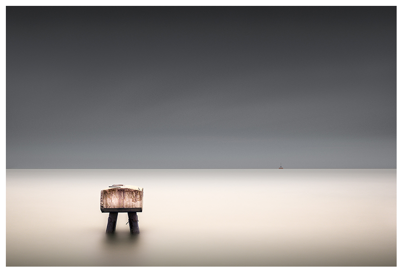 Minimalist long exposure seascape of Lake Erie, Ohio by Johnny Kerr